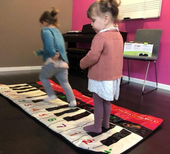 Durante las sesiones tus hijos aprenderán música de una forma lúdica.